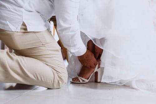 Die passenden Schuhe zur Hochzeit finden