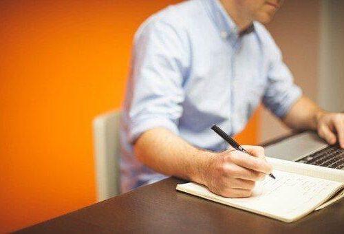 Warum ist es eine gute Idee, eine Bachelorarbeit korrigieren zu lassen, und wo können Sie dies tun?
